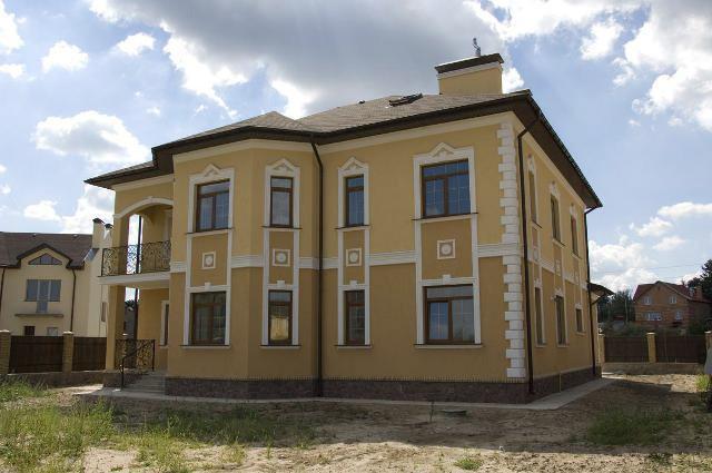 Фото фасадов домов с декоративной штукатуркой